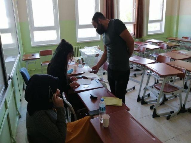 2 Mahallede seçim heyecanı yaşandı