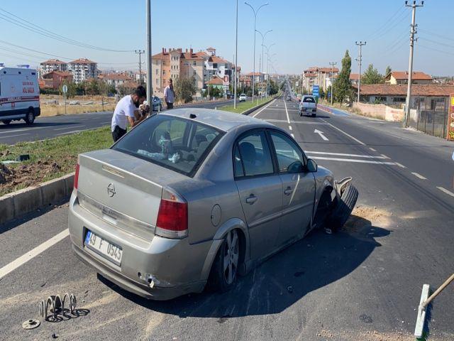 Kazada otomobilin 4 lastiği patladı
