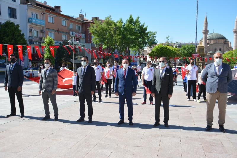19 MAYIS PANDEMİ GÖLGESİNDE KUTLANDI