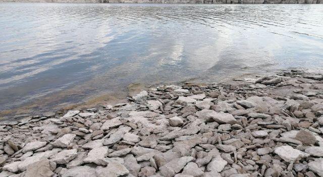 Mamasın Barajında suyun çekilmesiyle kayalıklar ortaya çıktı