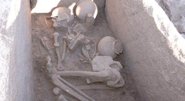 Neolitik Çağın İzlerini Taşıyan 5 Bin Yıllık Sandık Mezar Bulundu
