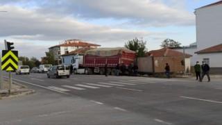 Pancar Yüklü Tır Cip İle Çarpıştı: 2 Yaralı